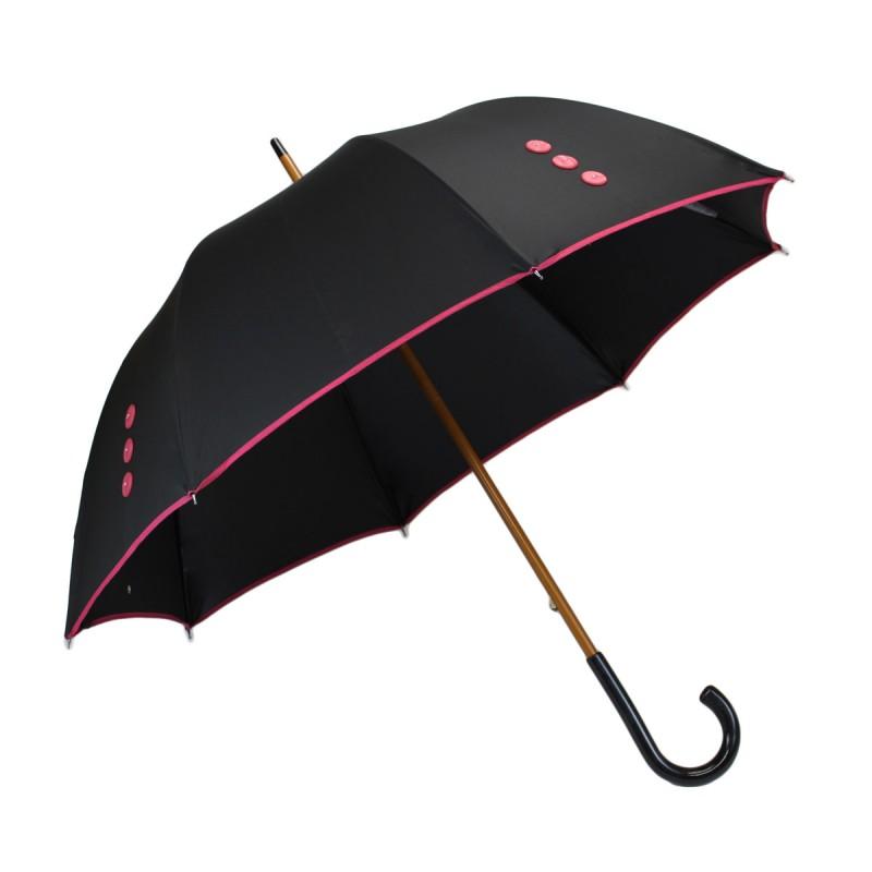 Parapluie long noir et boutons roses