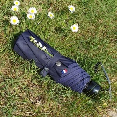 ☂️La boutique☂️  Aujourd'hui samedi 1er mai, notre mini parapluie à aussi le droit à son brin de muguet🌸 L'équipe H2o Parapluies vous souhaite une bonne fête du travail ! ☂️