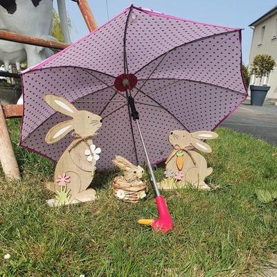 ☂️La boutique☂️  Chez H2o Parapluies nos lapins de Pâques se cachent sous un parapluie enfant rose à pois🐰☂️ Et vous, quel est votre cachette la plus originale? 🧐