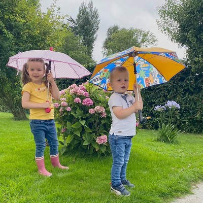 ☂️ La boutique ☂️   Avez vous pensé à équiper vos enfants pour la rentrée ? Chez H2o parapluies, nous pensons aussi aux plus petits.  Il est encore temps de retrouver tous nos modèles en boutique et sur notre site Internet :   https://h2oparapluies.com/fr/  #parapluies #rentreescolaire #modeleenfant #madeinfrance 🇫🇷