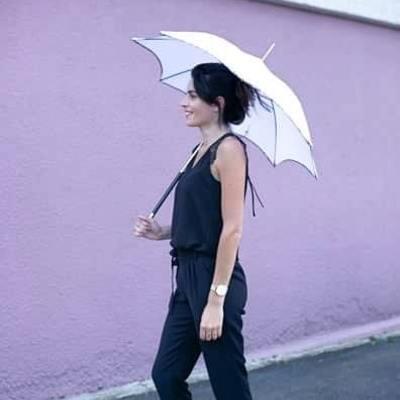 ☂️La boutique☂️  Ces derniers jours, le soleil est de retour !☀️ C'est le moment de venir découvrir dans notre boutique tous nos modèles d'ombrelles anti-UV☂️ 📍 7 Route de Creully, 14480 Crépon  #ombrelle #madeinfrance🇫🇷 #normandie #soleil #uv #artisanal