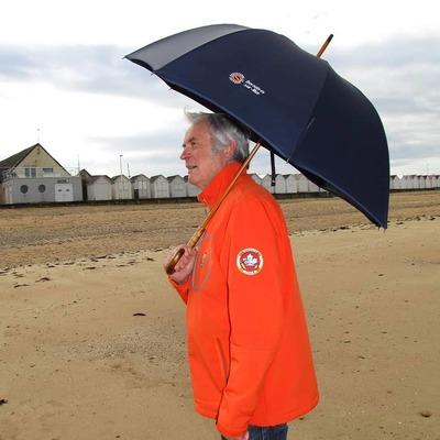 A CHACUN SA PLUIE☔️   Nous sommes fières de vous annoncer un partenariat avec la SNSM de Bernières-Sur-Mer⚓️ Vous pouvez d'ores et déjà les soutenir en achetant le parapluie de ces héros des mers🌊 👉https://snsmbernieres.hiboutik.com/  #snsm #normandie #parapluies #madeinfrance🇫🇷